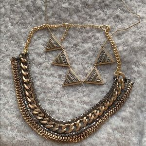 Set of 2 statement necklaces